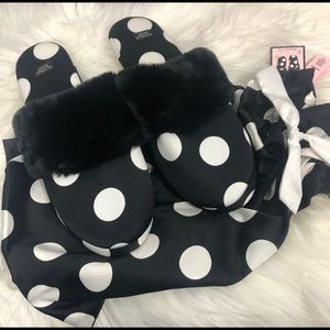VICTORIA SECRET SLIPPERS WITH DUST BAG